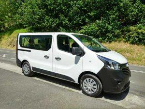 Furgoneta de pasajeros Opel Vivaro en alquiler