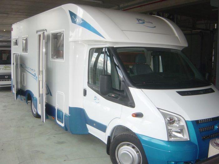 Autocaravana de 4 plazas Blucamp Sky 220