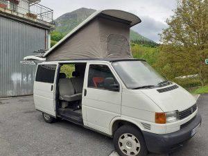 Furgoneta con camas Volkswagen Transporter de segunda mano