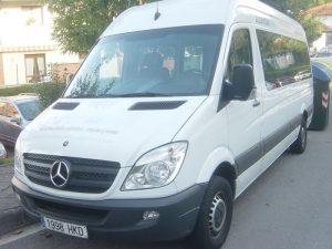 Furgoneta con camas Mercedes Sprinter minibús con literas en alquiler